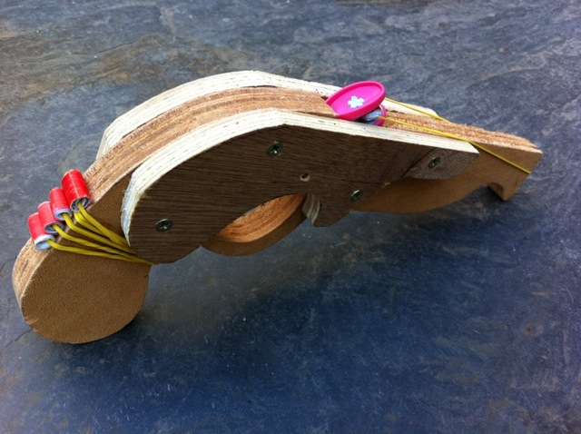 Fabriquer un pistolet de pirate lastique toysfab - Fabriquer un chapeau de pirate ...