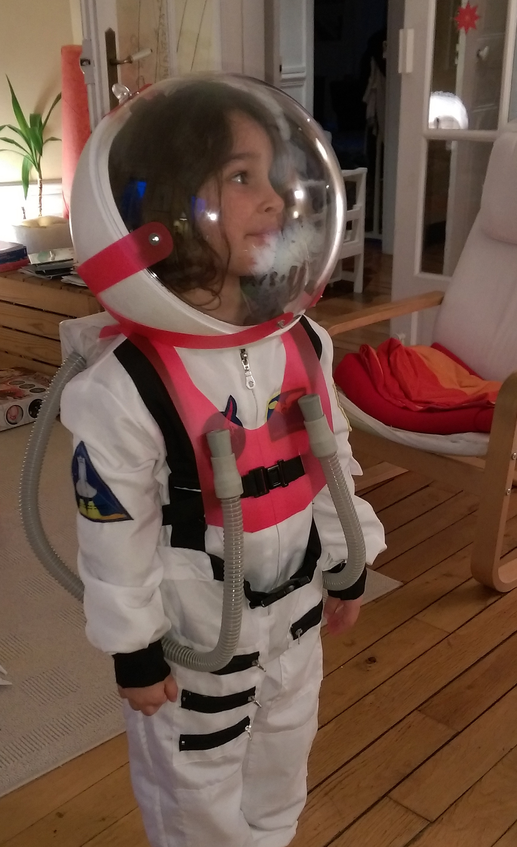 Fabriquer un casque de spationaute toysfab for Antipelliculaire fait maison