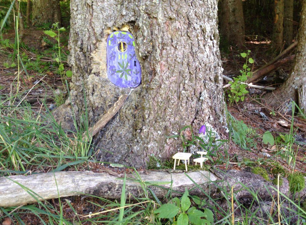 porte aux lutins violette romme sur cluses